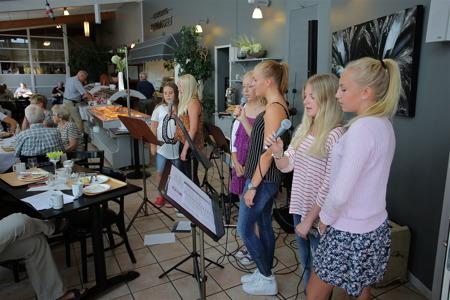 Lunchmusik med Kommunala musikskolan i Restaurang Travmuséet.