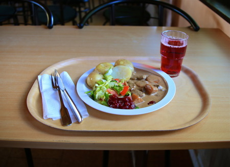 Lunchen i Lillerudsgymnasiets matsal smakade mycket bra.