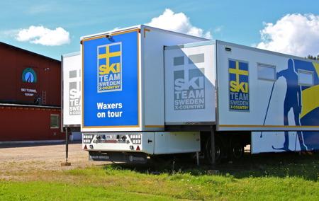Svenska skidlandslagets vallateam var på plats för att testa skidor.