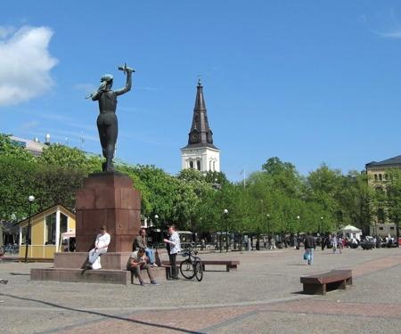Stora torget, Domkyrkan och fredsmonumentet.