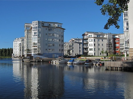 Sjönära bostäder vid inre hamnen.