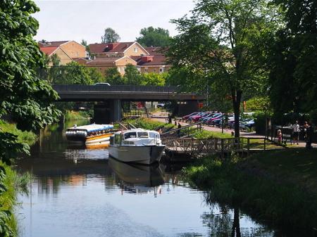 Båtbussar vid hållplatsen i Pråmkanalen - foto Peter Labraaten.