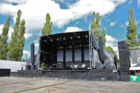 Stora scenen stod klar för kvällens artister.