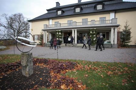Det finns möjlighet att gå på guidad visning i Selma Lagerlöfs hem, och ta del av berättelsen om hennes liv.