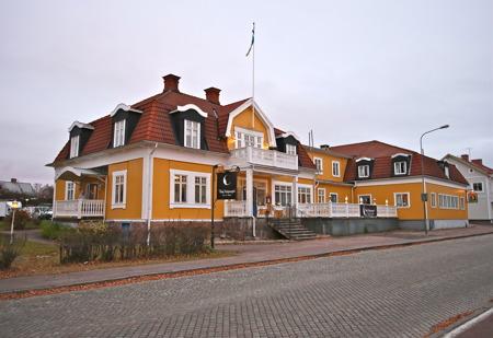 Broby Gästgivaregård i Sunne finns omnämnd i Selmas lagerlöfs första roman Gösta Berlings Saga (1891), där hon beskriver hur den försupne prästen Gösta ofta håller till på Broby Gästgivaregård innan han blir räddad av Majorskan och blir kavaljer på Ekeby.