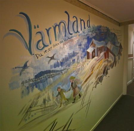 I hotellkorridorerna på Broby Gästgivaregård i Sunne finns konstnären Marja i Myroms  målningar, med anknytning till Selma Lagerlöf.