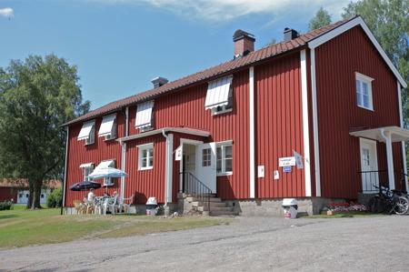 Sommarcafé vid Västra Fågelviks kyrka.