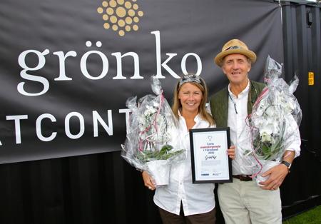 """Priset """" Årets matentreprenör i Värmland2016 """" gick till Christina Jonsson-Lillienau och Knut Lillienausom driver Mässviks gård i Säffle kommunoch företaget Grön komed Café och Saluhall istationshuset i Värmlandsbro."""