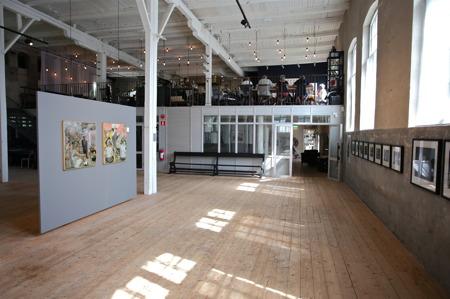 Nedre konsthallen med restaurangen på hyllan.