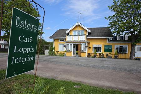 Esters Café vid E18 i Långserud.
