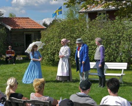 Sällskapet Värmlänningarne i Arvika framförde sång- och folklustspelet Värmlänningarna vid Hembygdsgården i Östervallskog.