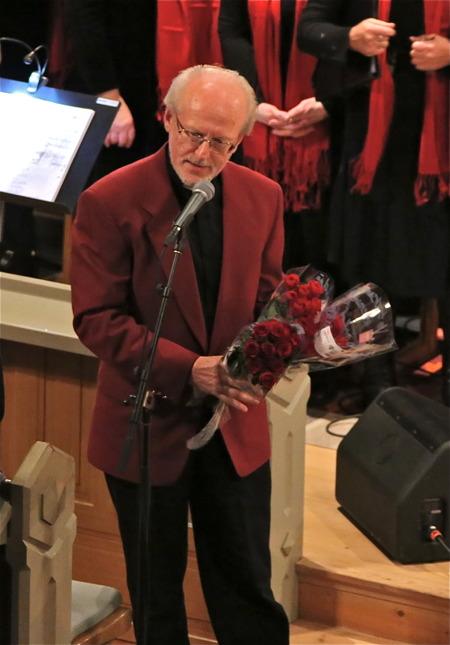 Gösta Törnqvist tackade för den fantastiska konserten och överlämnade blommor.