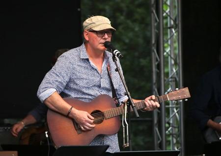 Först ut på scenen var Göran Samuelsson, grundare av Packmopedsturnén.