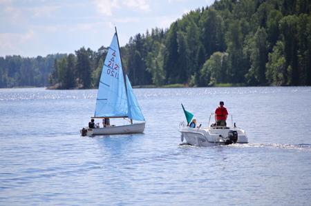 Båtklubben Rävarna arrangerar varje år seglarskola i anslutning till småbåtshamnen.
