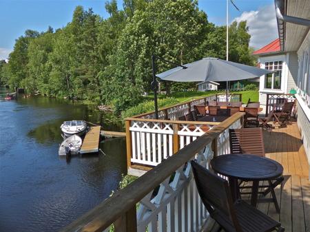 Restaurang Waterside vid kanalen i Töcksfors.
