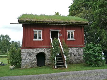 Karl XII stugan vid Holmedals prästgård.