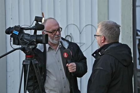 Massmedia var på plats för att rapportera om den ovanliga händelsen, när SJ:s sovvagn anlände till Silleruds station.