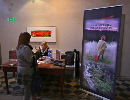 Författaren Eva Thorstensson Landin signerade sin nya bok.