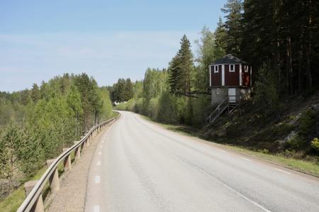 Järnvägens bansträckning från Svanskog mot Årjäng gick längs med sjön där landsvägen går idag.