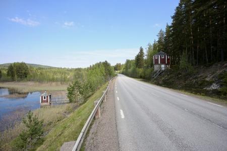 Norr om Svanskog finns vattentornet och pump-stationen vid sjön kvar, där ångloken fyllde på vatten.