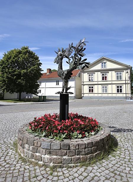 Kvarntuppen - Skulptur av den kände plåt- och träskulptören Sivert Rapp.