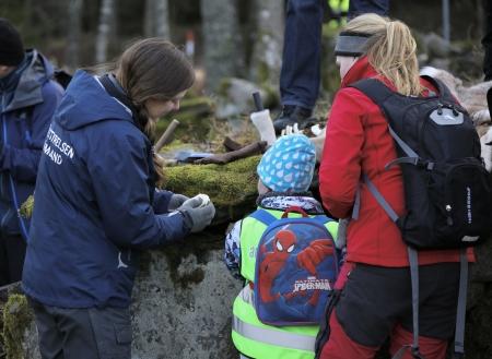 Barnen lyssnade intresserat när Maria Falkevik berättade om rovdjuren som finns i våra skogar.