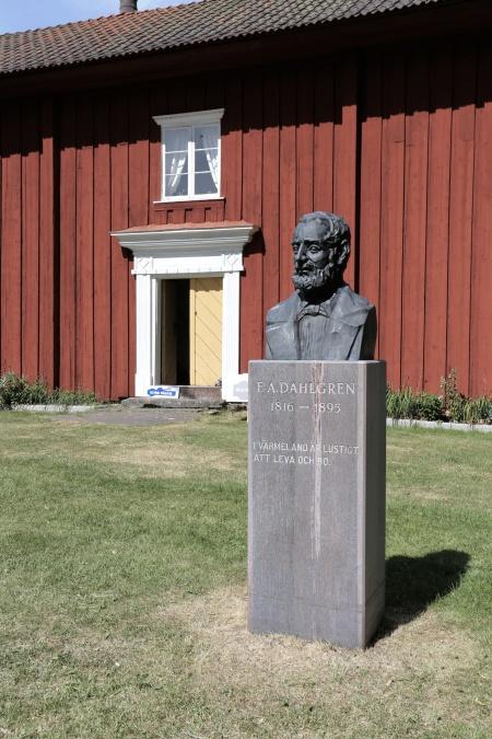 """Fredrik August Dahlgren (1816-1895), författaren till folklustspelet """"Värmlänningarna"""", fanns på sin vanliga plats."""