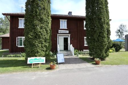 Värdshuset var öppet. Här kunde man besöka konstutställningen och äta en god lunch.