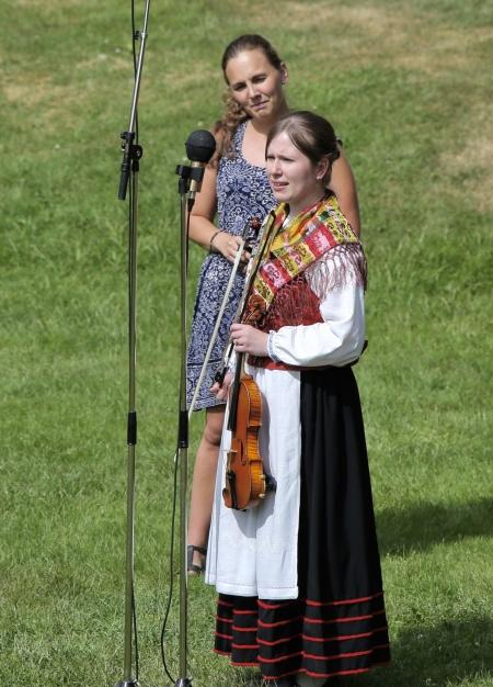 På stora scenen framfördes  musik i lite mer organiserade former.