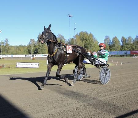 Royal Winner med Joakim Hansen i sukyn.