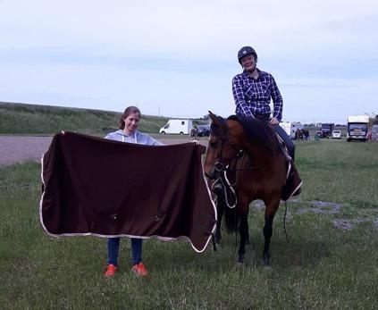 Erika Helweg och Easy Miss Sally, tillsammans med Wris styrelsemedlem Therese Pagård. Foto Helene Seihagen.