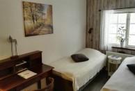 Rum 7  Bredalycke. Rummet har 2 resårsängar, skrivbord, sitthörna med 2 fåtöljer och tvättställ