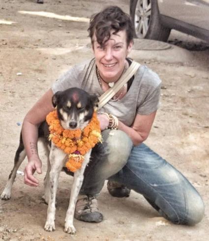 Anneli med hund, Kathmandu, Nepal