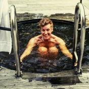 Bastu och kallbad, passar en hot cool brud! Goto: Mari Ölund.