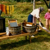 Elin tvättar 1986 Foto:okänd