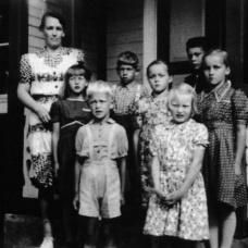 Spjutaretorps skola 1944. Lärare: Elsa Johansson.