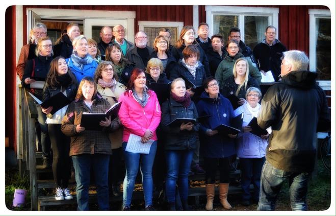 Virestad-Härlunda kyrkokör under ledning av Magnus Björkman