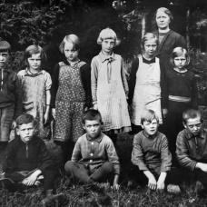 Hårdahults skola 1932. Lärare: Susanna Håkansson