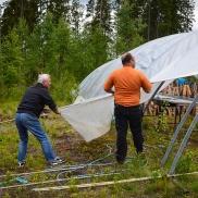 Per-Olof och Preben kämpar i blåsten
