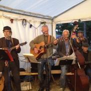 Bandet Dönabergarna underhöll på fredagskvällen. Foto: Mats Martinsson