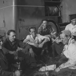 Björkesjömålabranden  1956. Peter, Ernst,Curt, Erik, Olle, Sernt, AK, Valter Foto: Lilly Kroon