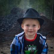 Nästa generation håller som bäst på att växa i farfars hatt!
