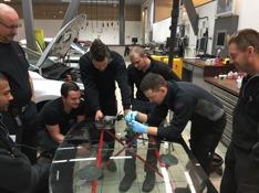 Autoglass Restore utbildar personal på Upplands motor i Sollentuna