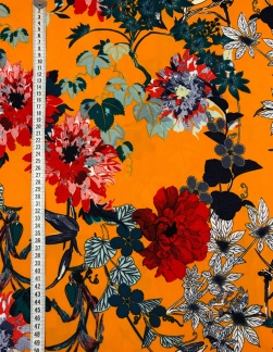 Blommig retro orange tyg med stretch -