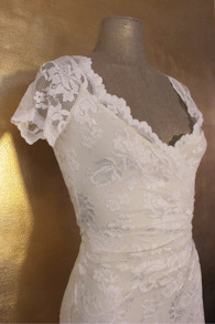 Olvis' Lace Gown | Ivory  (Please contact boutique to order) - 36/38