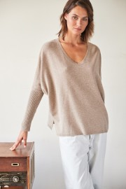 NOTCHY V NECK CASHMERE SWEATER | BEIGE
