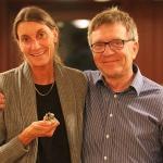 Andreas Minne delades ut till Christina Persson av domaren Leif Berglund