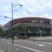 Ett stenkast från där träffen hölls på MalmöMässan ligger Malmö Arena där Sparbanken Syd också har kontor.