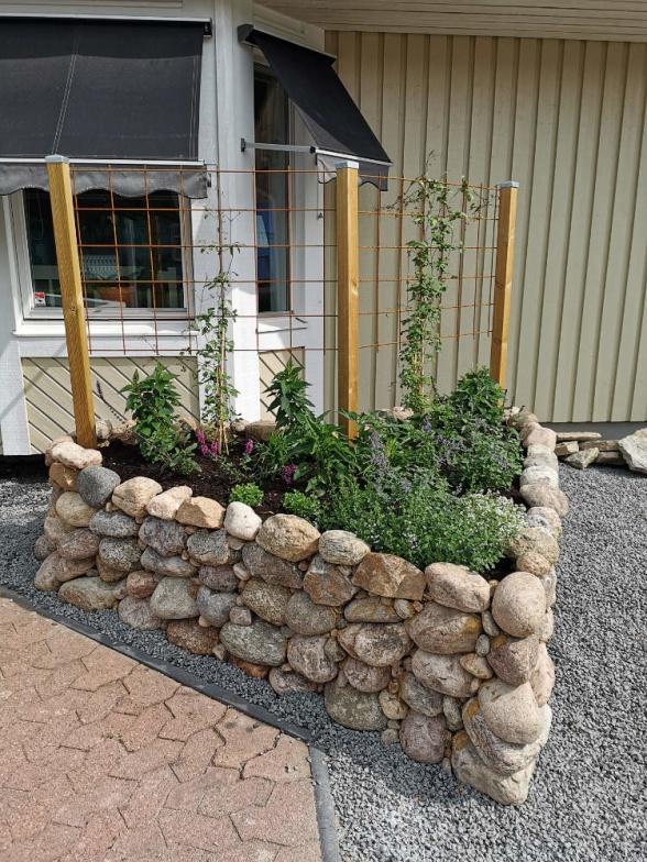 Foto: Elina Andersson | Spaljén med klängväxter kommer att ge ett fint insynsskydd