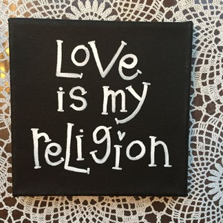 Tavla med text 15x15 cm - Love is my religion